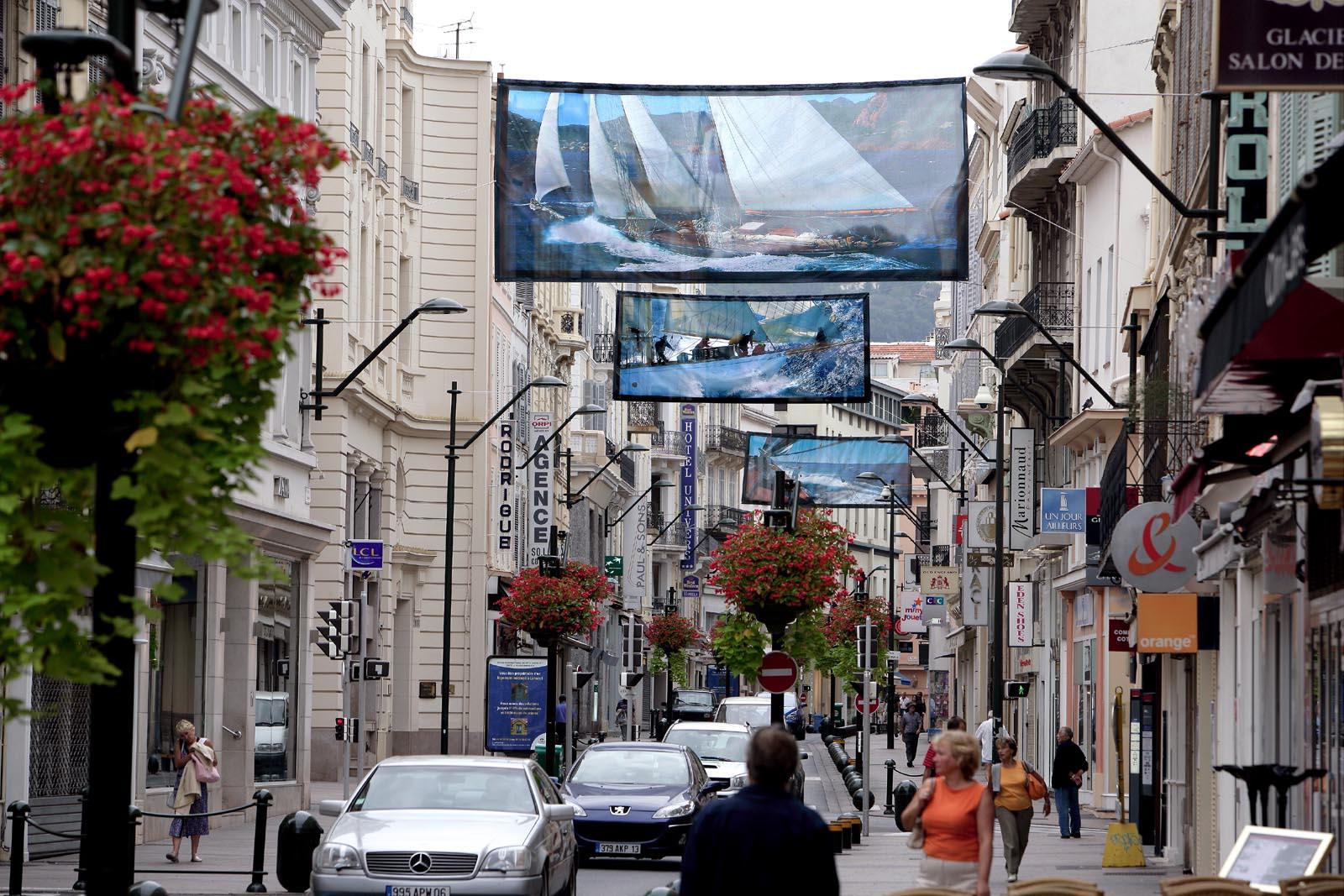 Le gigantografie esposte nelle strade del centro storico